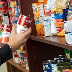 Pop-up Pantry receives $5,000 grant as part of University Mall Giant grand reopening