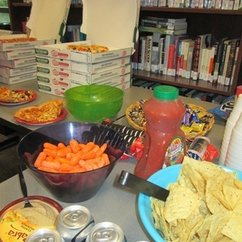 Women and Gender Studies and LGBTQ Resources' Welcome Week Pizza Party